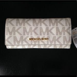 NEW Michael Kors Vanilla Jet Set Travel Wallet